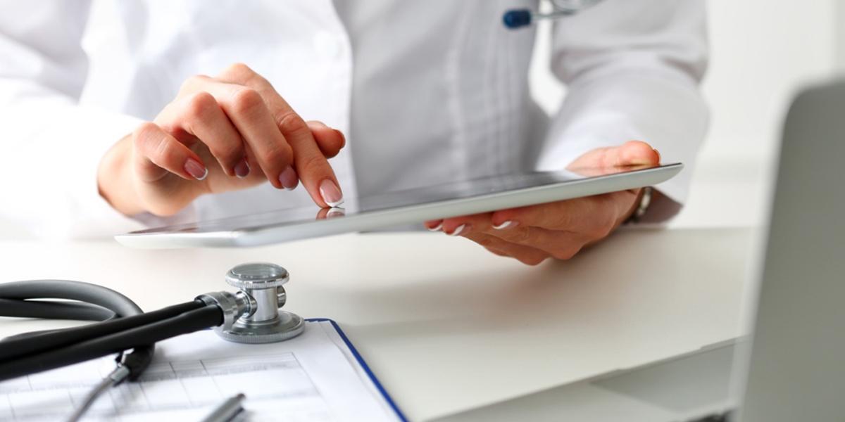 Como sair do vermelho e não fechar sua clínica médica? | Doctor Max